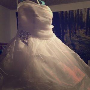 Stunning strapless wedding dress